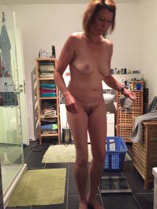 Frau Privat Pic Nackt Foto Im Badezimmer