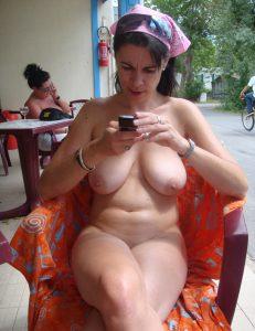 Meine Frau Nackt Mit Ihrem Handy