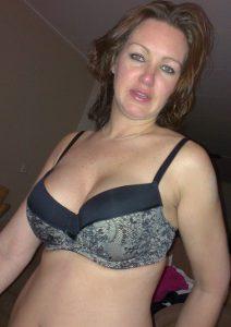 Mutter Meiner Freundin Im Bh