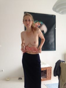Rosa Im Kleid Titten Flashing