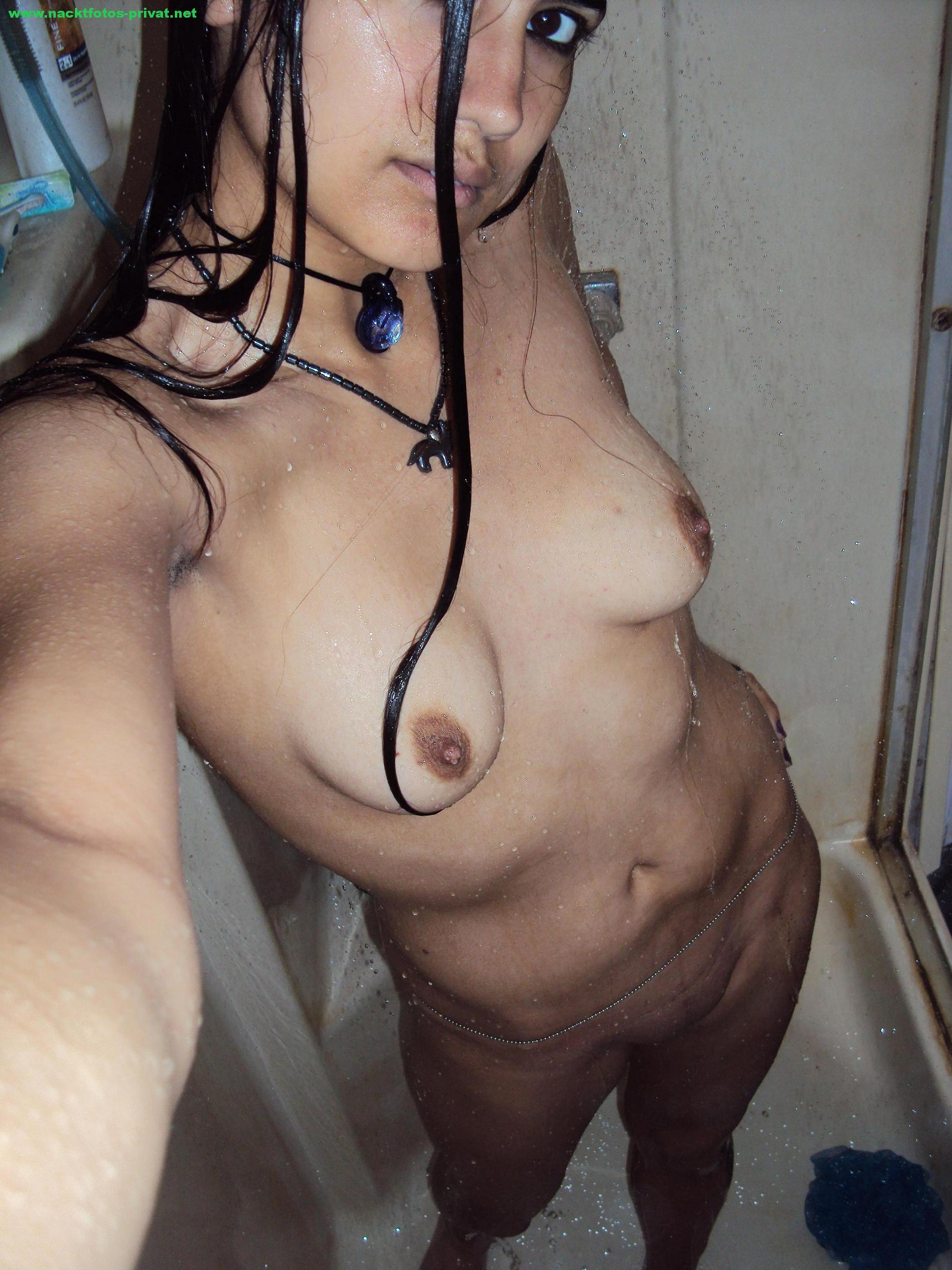 Selfie In Der Dusche Nacktfoto