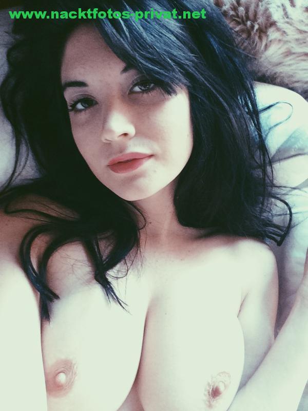 Sexy Freundin Oben Ohne Selfie Lasziv