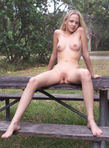 Teen Nude In Public Draussen Oeffentlich Nackt