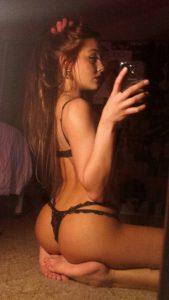 Unterwaesche Selfie Mit Handy