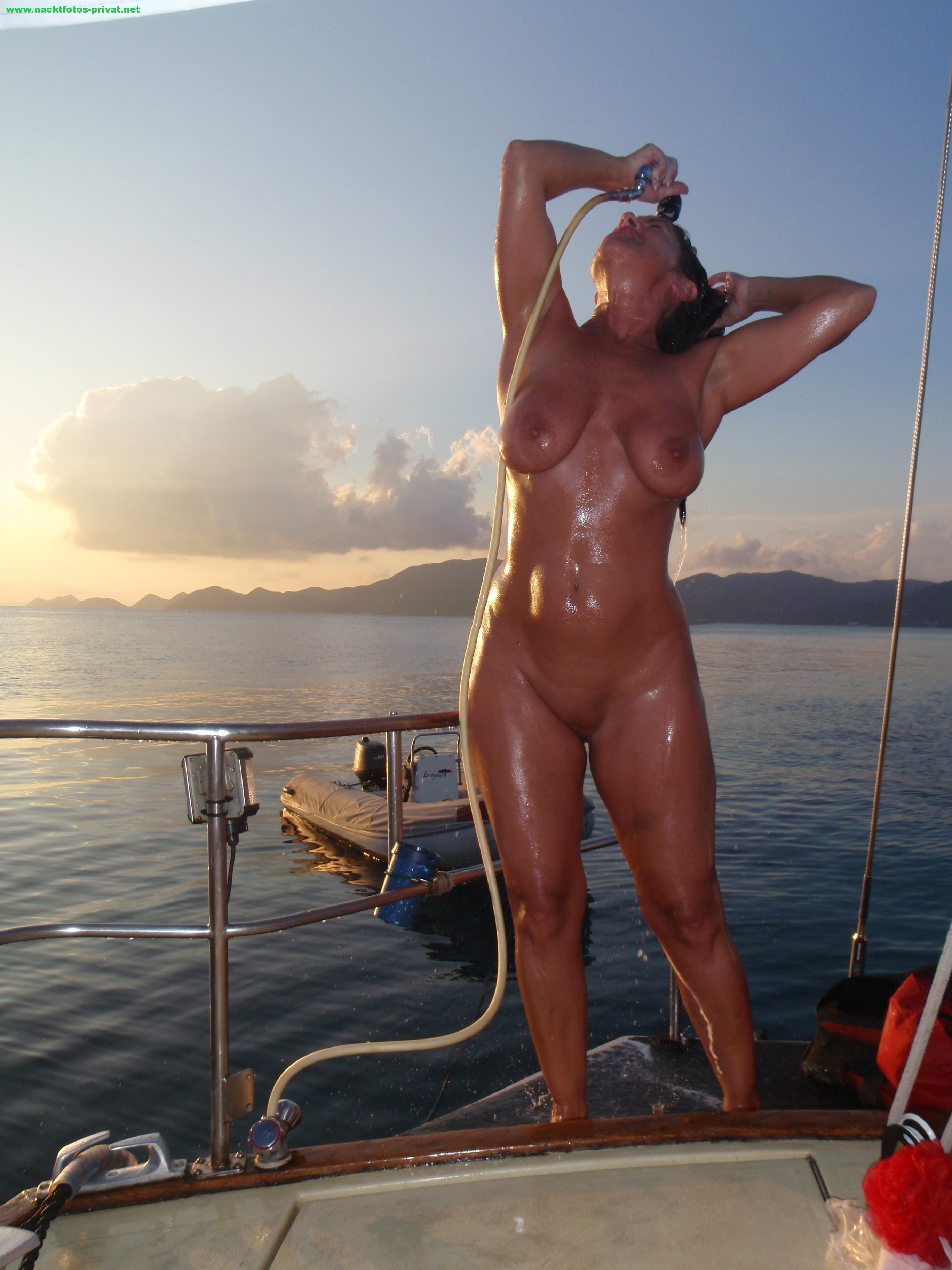 Urlaubsfoto Nackt Auf Der Yacht