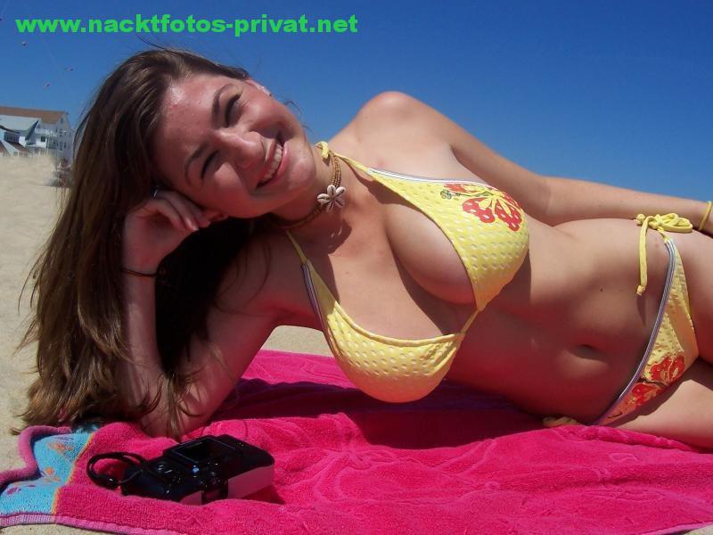 Dicke Titten Bikini Am Strand 3