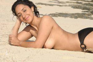 Dicke Titten Bikini Am Strand 7