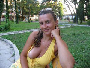 Freundin Zeigt Nackte Brust