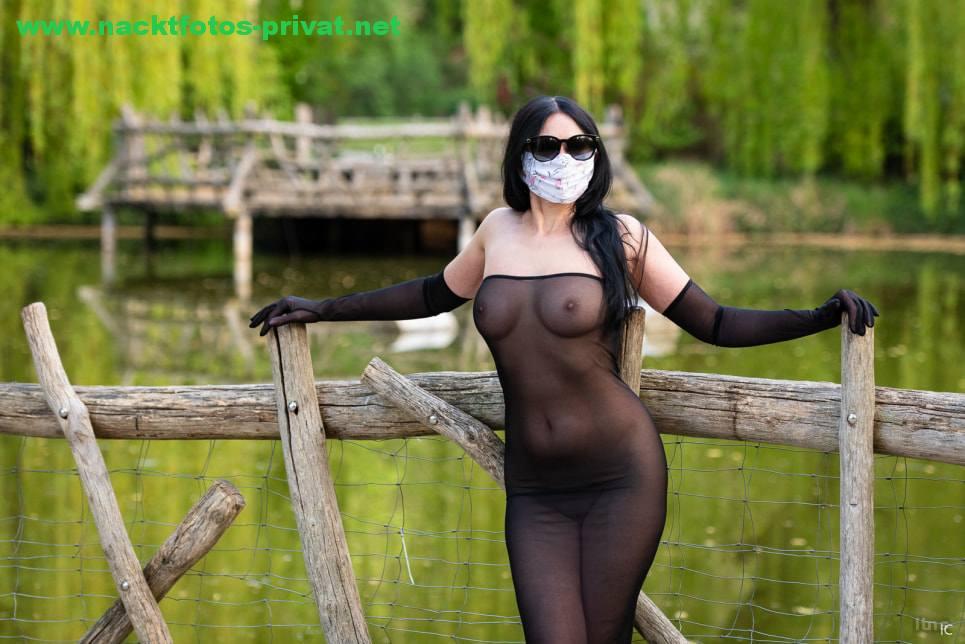 Corona Nacktfoto Mit Maske Oeffentlich Voyeur Durchsichtiges Kleid