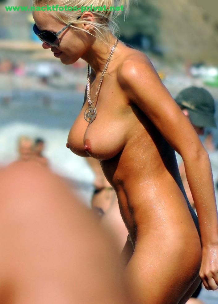 Milf Mit Perfekten Titten Am Fkk Strand